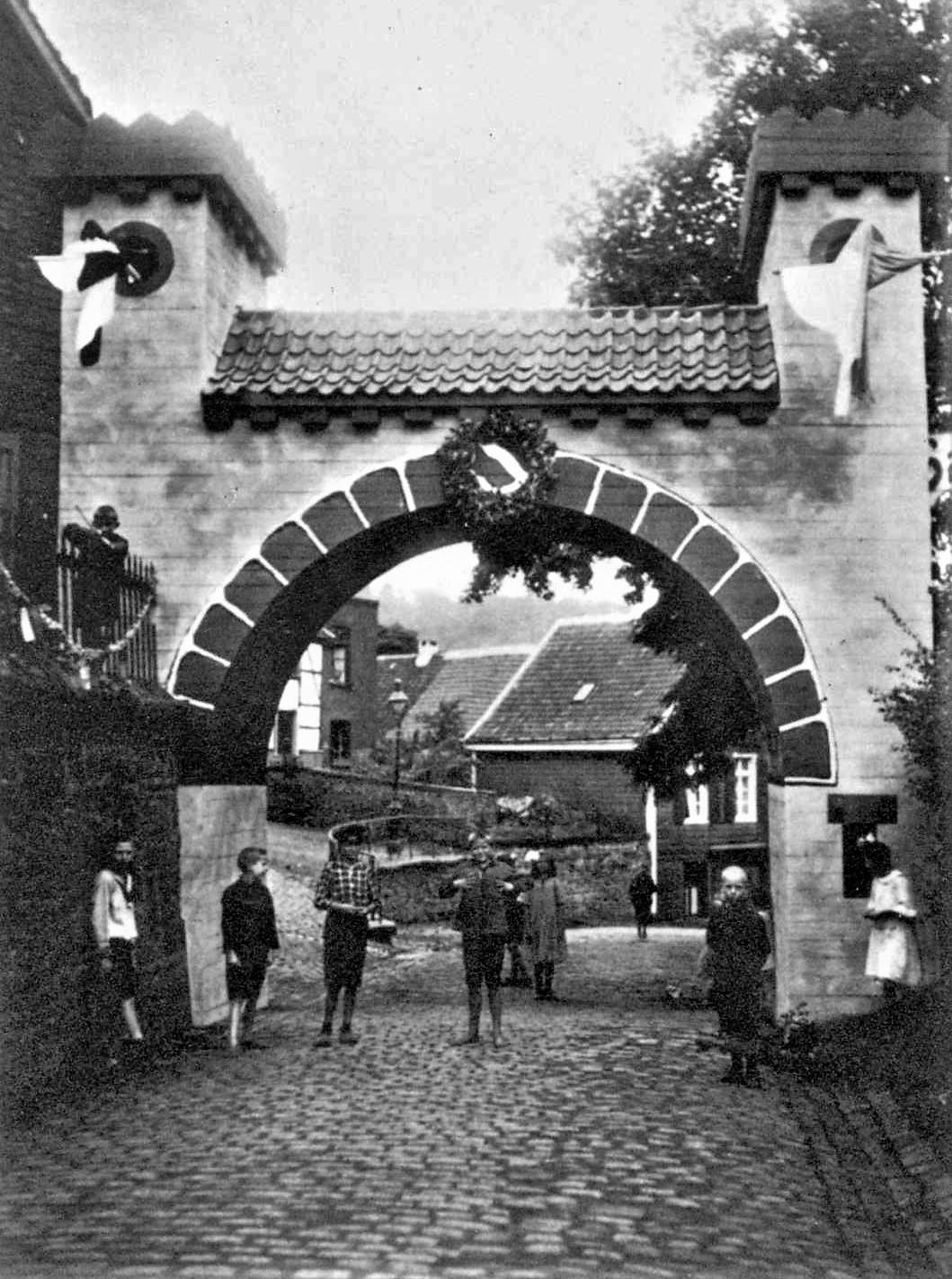 1924: Torbogen zum Heimatfest